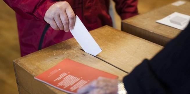Suiza vota limitar la inmigración al imponer una tasa fija de crecimiento