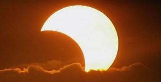 z_solar-eclipse_1794744c