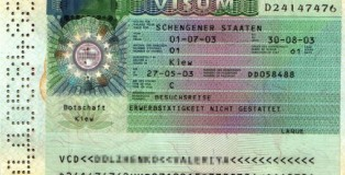 A picture taken 22 April 2005 of a Schengen visa granted to a female Ukranian by the German embassy in Kiev in May 2003. German Foreign Minister Joschka Fischer will fight for his political life 25 April 2005 when he defends his role in an immigration scandal which allegedly saw criminals flood into the country. The charismatic Fischer will testify before a parliamentary investigation seeking to establish how relaxing the rules for issuing visas led to tens of thousands of eastern Europeans coming to Germany between 2000 and 2003. AFP PHOTO SERGEI SUPINSKY