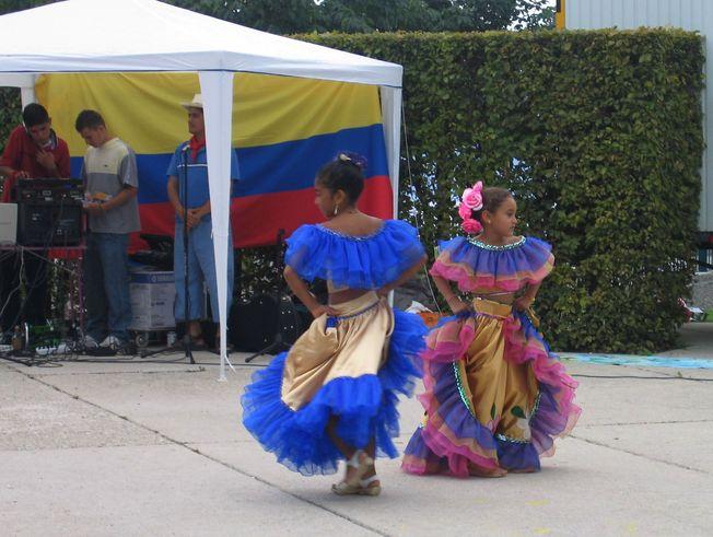 Grupo de danzas de Colombia Vive 2004