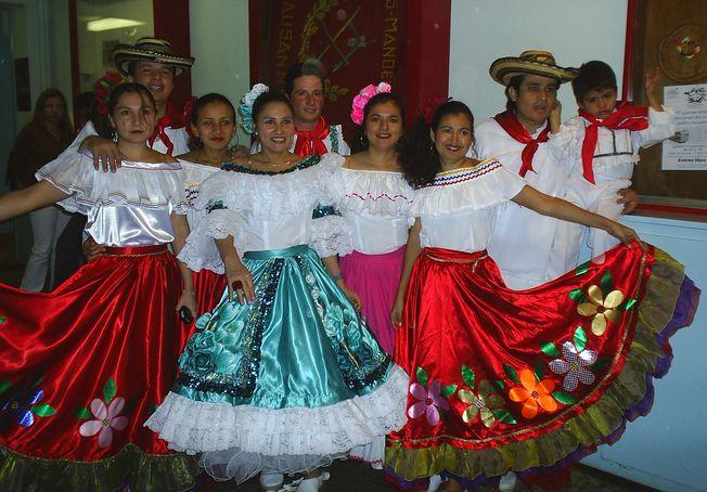 Grupo de danzas de Colombia Vive 2003